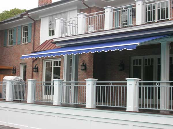 Blue deck Retractable Awning